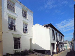 CAPTV Apartment situated in Appledore