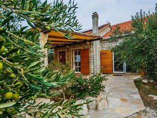 Luxury sunny villa for 6 Person