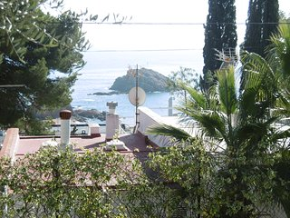 Apartamento con terraza en zona tranquila de Tossa con vistas