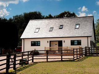 NFL86 Cottage situated in Beaulieu Heath