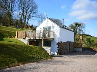 LSUNF Cottage situated in Truro (3mls NW)