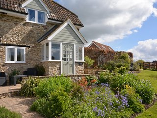 49727 Cottage situated in Lyme Regis (6mls NW)