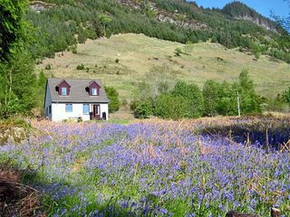 RC525 House situated in Kyle of Lochalsh (11.5mls NW)