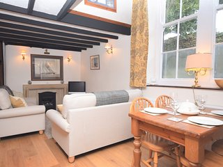 SAILL Cottage situated in Appledore