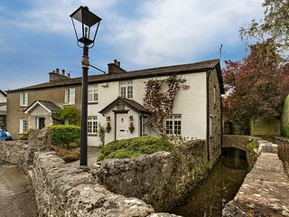 LCC13 Cottage situated in Cartmel
