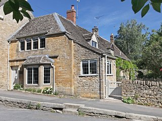 OHOPE Cottage situated in Moreton-in-Marsh (2.5mls SW)
