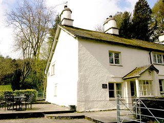 LLH35 Cottage situated in Hawkshead Village