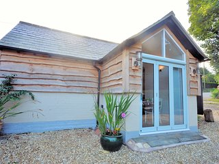 40599 Cottage situated in Blandford Forum (5 mls S)