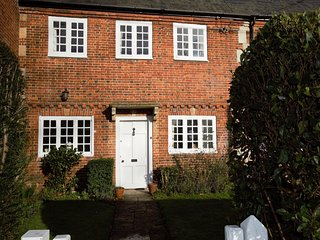 56119 Cottage situated in Devizes (4mls W)