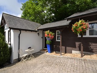 51254 Cottage situated in St Athan