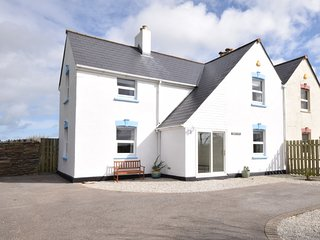 TREOC House situated in Newquay (5mls N)