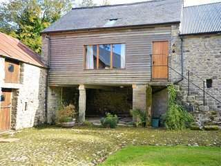 36682 Barn situated in Widecombe-in-the-Moor (2mls W)