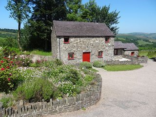 VALGR Barn situated in Aberaeron (7mls SE)