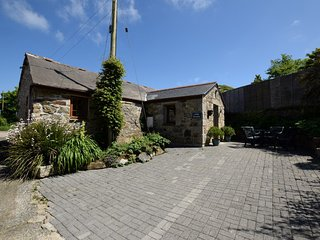 LRIVI Barn situated in St Ives (5mls SE)