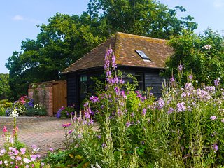 BT064 Cottage situated in Biddenden