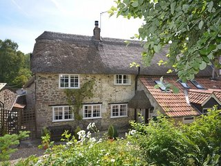 36605 House situated in Lyme Regis (14mls N)