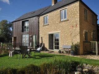 55053 Cottage situated in Cirencester (5.5mls S)