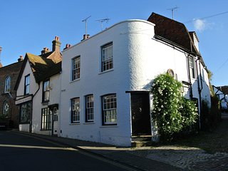 BT031 Cottage situated in Rye