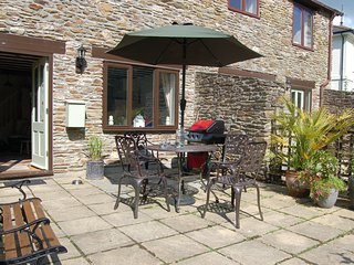 43027 Cottage situated in Kingsbridge (6mls NW)