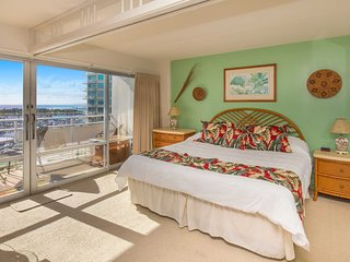 Ilikai 908 Ocean / Sunset / Marina Views King Bed