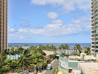 Ilikai 526 2 Bed Room Luxury Remodel  Ocean / Lagoon Views Sleep 6