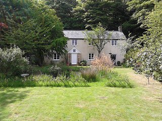 44031 Cottage situated in Taunton (5mls SW)