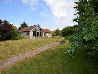 ASHER Barn situated in Glastonbury (4 mls SW)