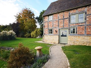GOSHE Cottage situated in Tewkesbury (7mls NW)