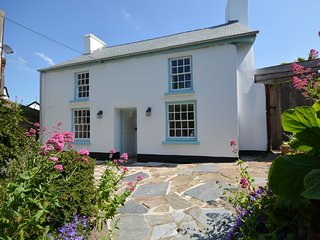 46504 House situated in Westward Ho! (1ml E)