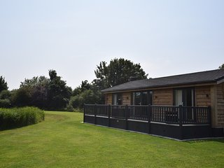 48176 Log Cabin situated in Mablethorpe (3mls SW)