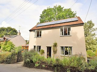 LYNDA House situated in Lyme Regis (1ml NW)