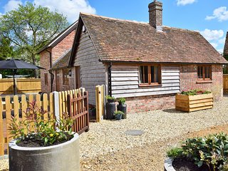 48129 Barn situated in Romsey (4mls W)