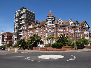 52502 Apartment situated in Southsea Seafront