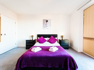 Modern luxury apartment near Manchester city centre and Salford University