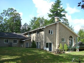 'Water's Edge' cottage rental on the Rideau Lakes - Vacation Rental Listing Deta