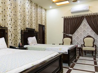 Patel Residency Guest House (Deluxe Family Room) 1