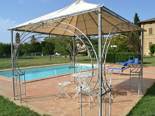 Villa Dante, villa with swimming pool in town, short distance from Assisi