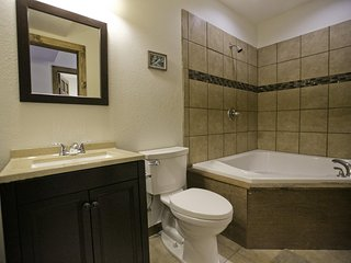 2 Bedroom Suite With 2 Person Jacuzzi Tub #8 At Historic Green Mountain Falls