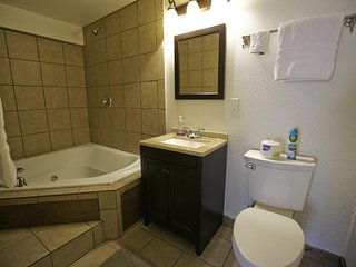 Private 2 Person Jacuzzi Studio #5 At Historic Green Mountain Falls Lodge