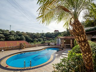 Dream Lux Flat with great Outdoors, Pool & Parking