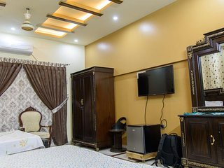 Patel Residency Guest House (Deluxe Family Room) 3