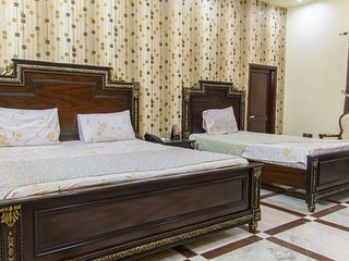 Patel Residency Guest House (Deluxe Family Room) 2