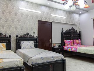 Patel Residency Guest House (Junior Suit w/ Balcony)