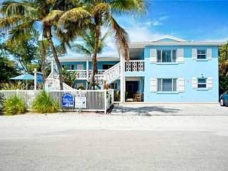Charming Beachside 2BR/1BA with a Shared Heated Pool, With Easy Beach Access