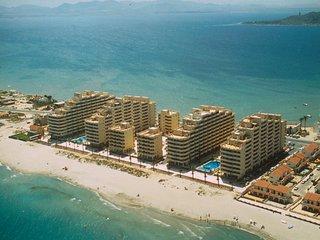 Apartamentos junto a la playa, con piscina. Para familias. Ref. HAWAII-45