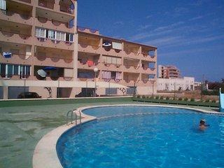 Apartamentos con piscina. Amplia terraza con vistas. Para familias. Ref. LA VOLT