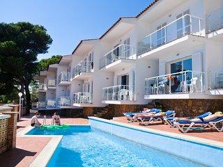 Apartamentos con piscina. Zona residencial, tranquila. Para familias. Ref. BON S