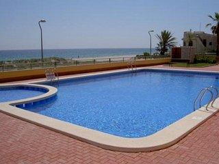 Fantasticos apartamentos junto al mar, con piscina. Ideal para familias. Ref. PL