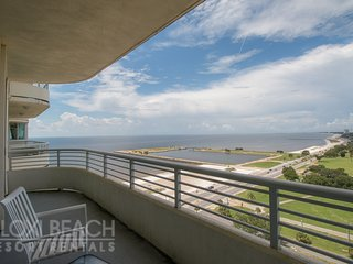 Elegant Condo w/ WiFi, Great Balcony Views, Resort Gym & Pool Access