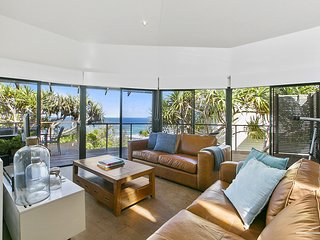 63 SEAVIEW - SWEEPING OCEAN VIEWS - the best destination, opposite beach and pet
